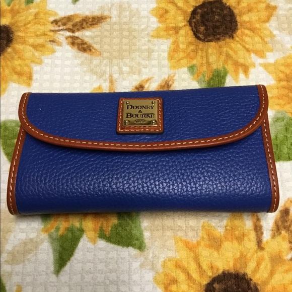 Dooney & Bourke Handbags - NWT Dooney & Bourke Wallet